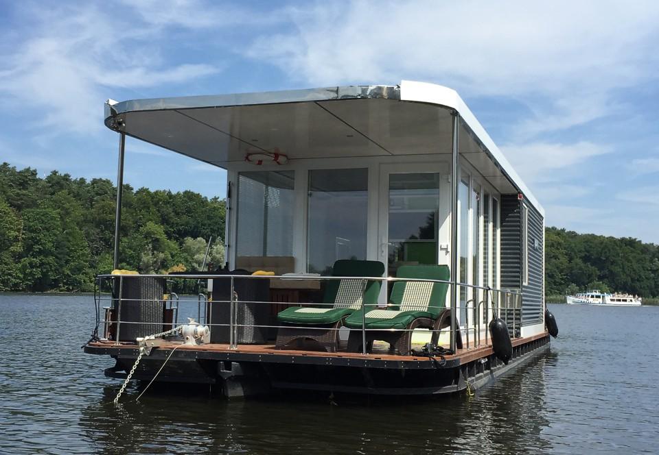 houseboats floating homes living on water. Black Bedroom Furniture Sets. Home Design Ideas
