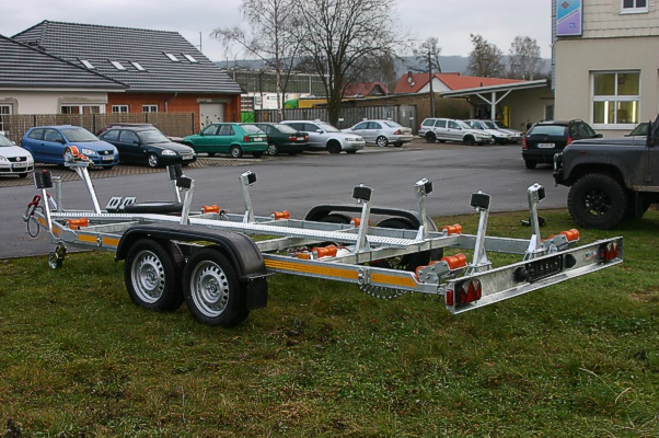 twin-axle-pontoon-boat-trailer